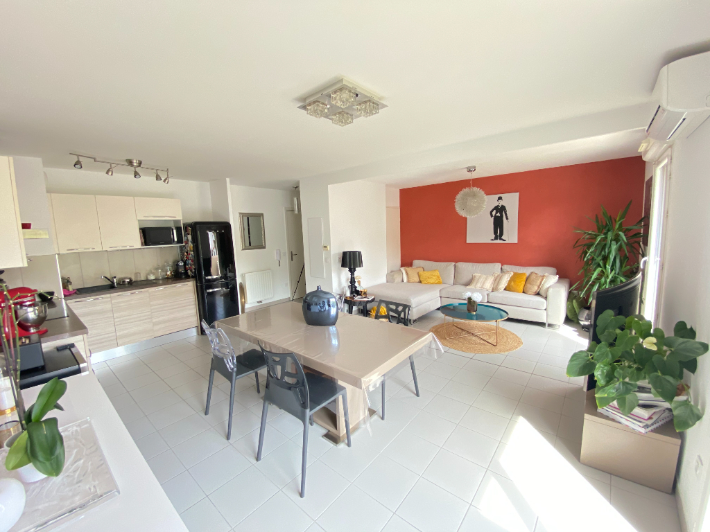 Appartement T3/4 75 m² + terrasse et garage
